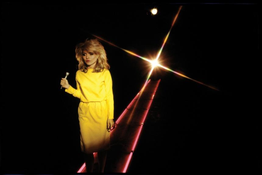 Debbie Harry durante a gravação de um videoclipe, em 1978, por Chris Stein