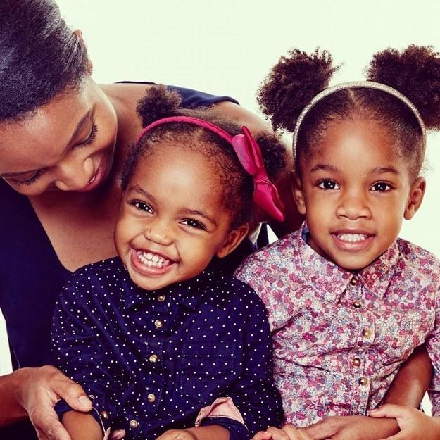 Angelica e suas duas filhas