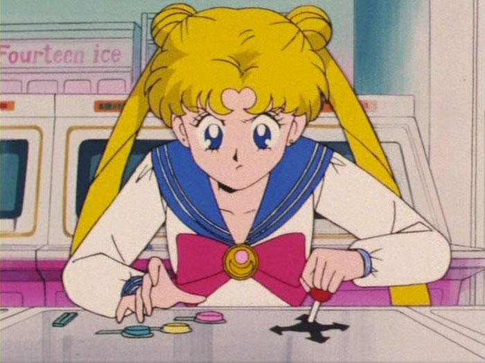 Usagi jogando o game da Sailor V