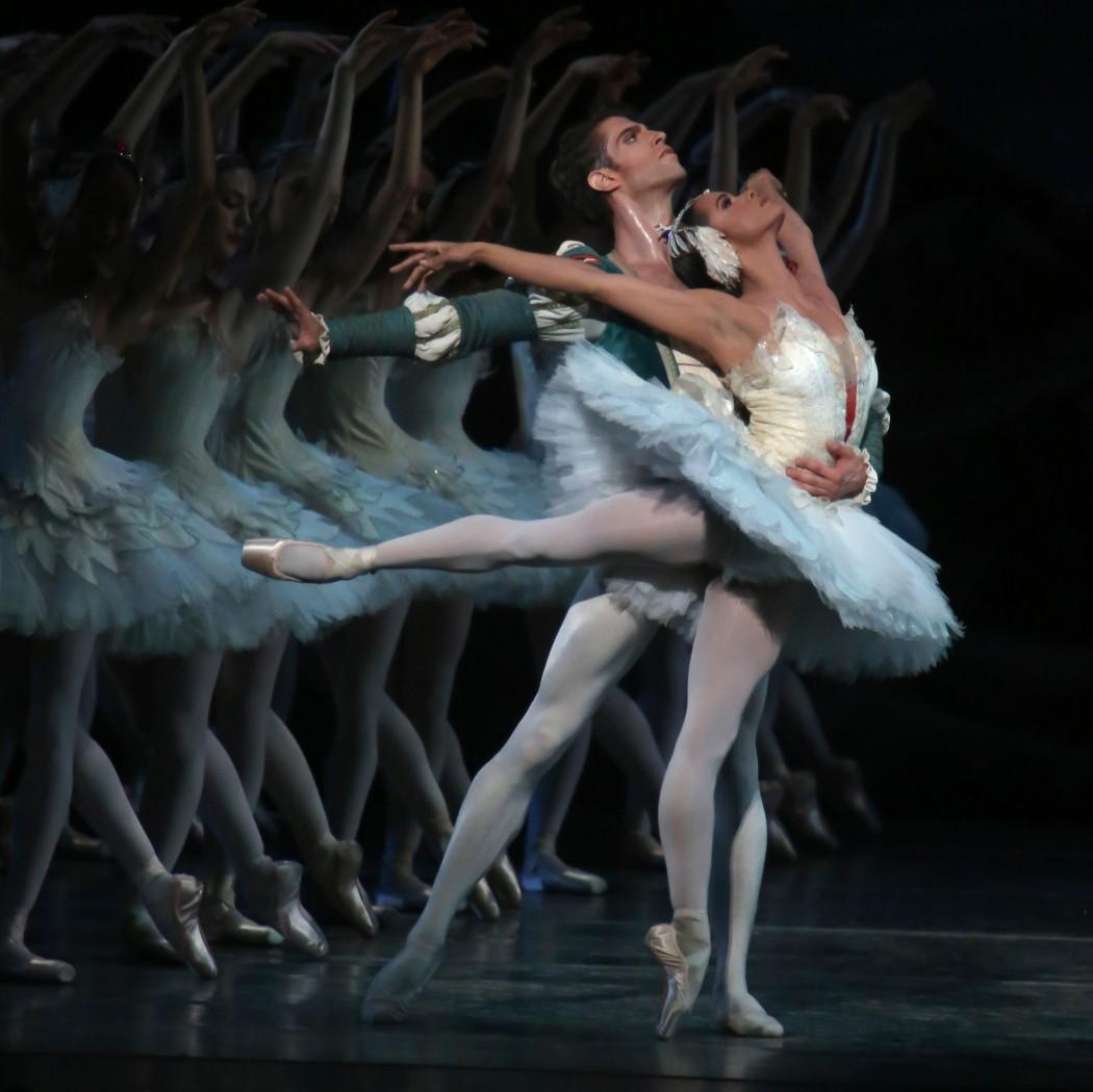 """Misty Copeland e James Whiteside em """"O Lago dos Cisnes"""". Crédito: Julieta Cervantes, para o The New York Times"""