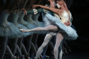 "Misty Copeland e James Whiteside em ""O Lago dos Cisnes"". Crédito: Julieta Cervantes, para o The New York Times"