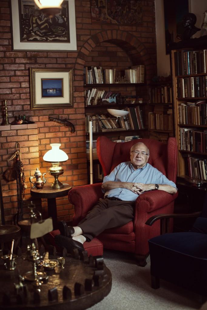 Julia Rodrigues fotografou Luis Fernando Verissimo, para a a Azul Magazine