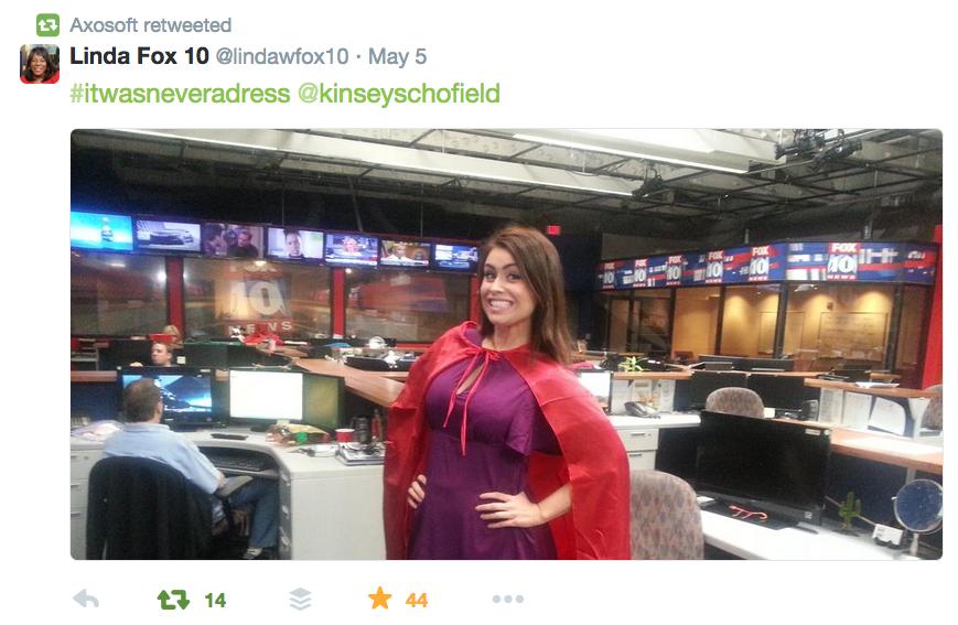 Muitas mulheres apoiaram a campanha vestindo capas, como Kinsey Schofield, apresentadora do Fox News.