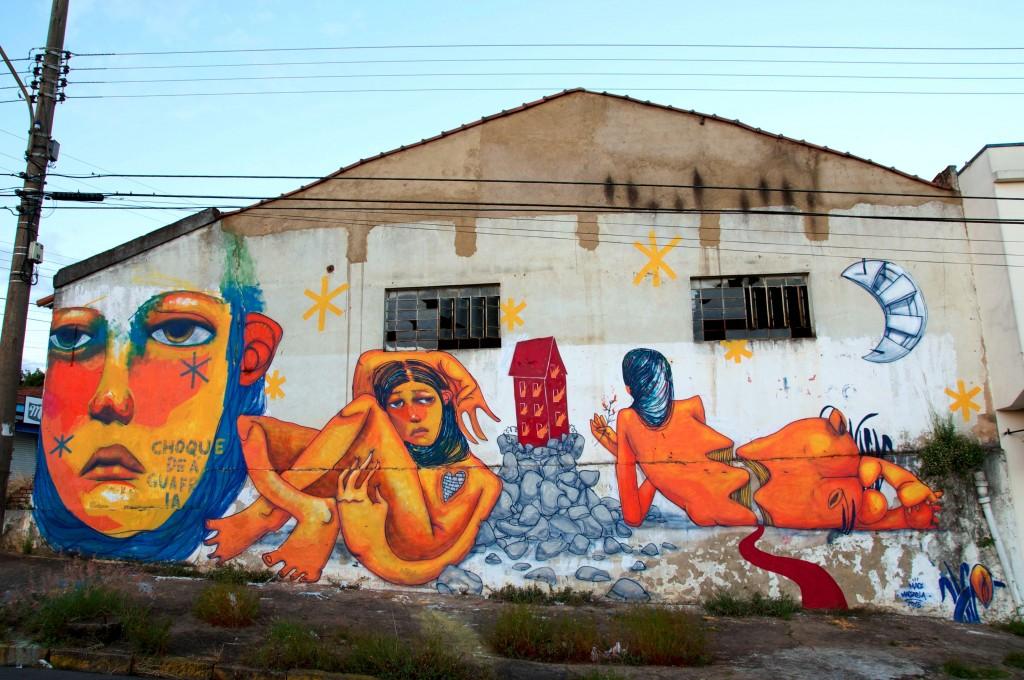 """""""Choque de água fria. Me perdi no horizonte da resiliência dela"""". São João da Boa Vista, SP, 2015. Foto: El Graffiti"""