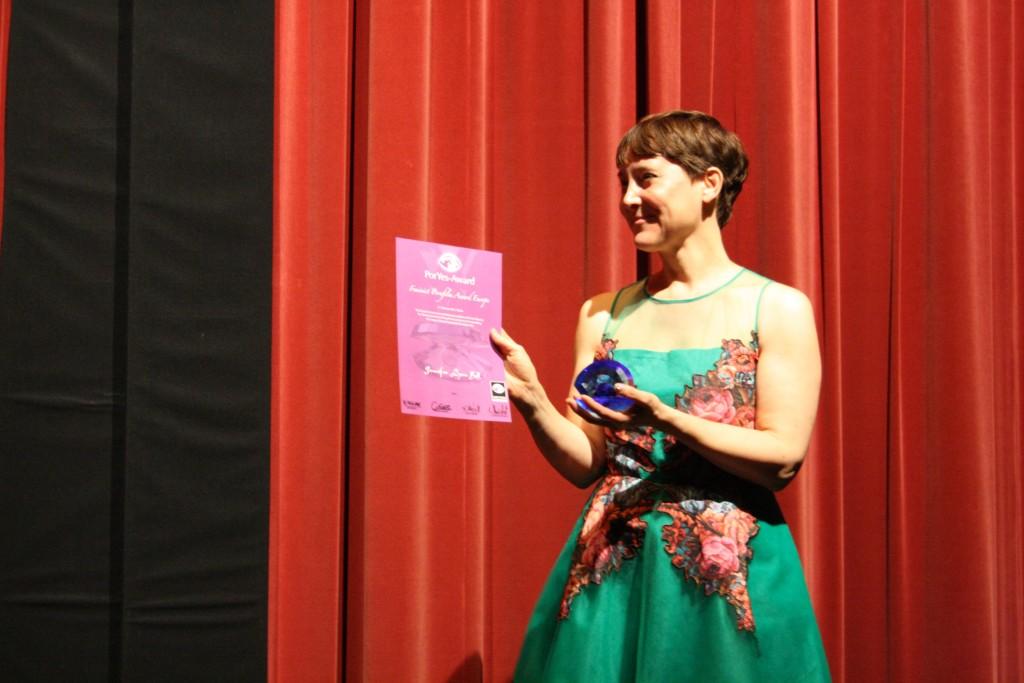 """Jennifer Lyon Bell recebe prêmio pelo filme """"Silver Shoes"""""""