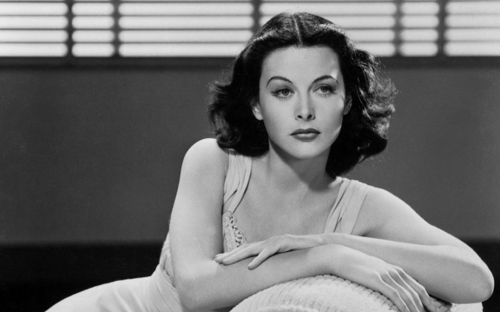 Hedy Lamarr musando em Hollywood