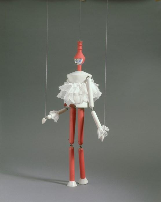 König Hirsch: Clarissa (Réplica), 1918/1989, de Sophie Taueber-Arp