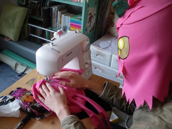 Fazendo máscaras de coelhos em Tóquio. (Foto: Tomorrow Girls Troop)